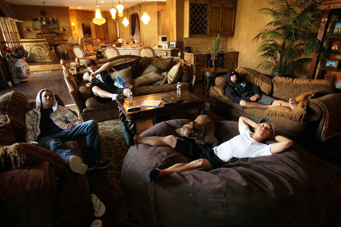 Anthony Kim relaxes at home with friends.